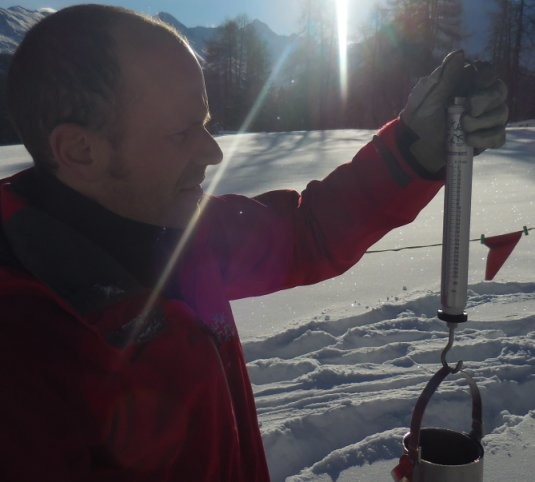 WSL – Institute for Snow and Avalanche Research SLF and Pesola develop a Scale to Measure the Snow Water Equivalent