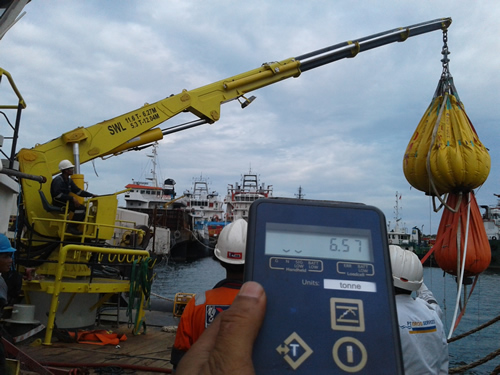 Straightpoint Load Cell Combines with Water Bags at Indonesia Shipyard